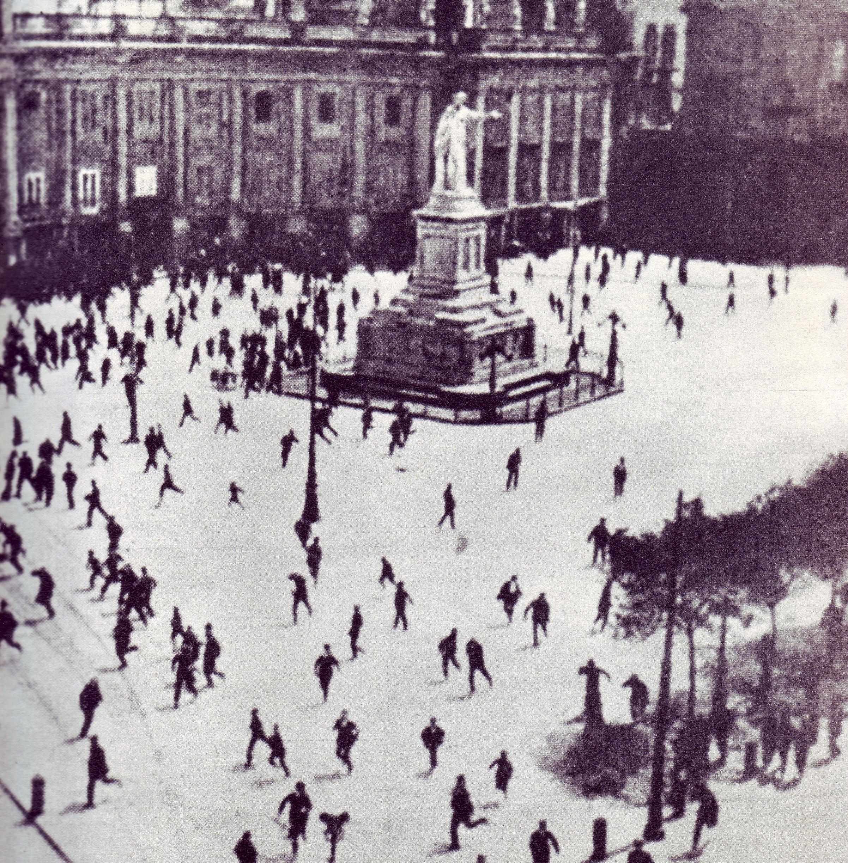 Napoli_il_corteo_del_1%C2%B0_maggio_1920