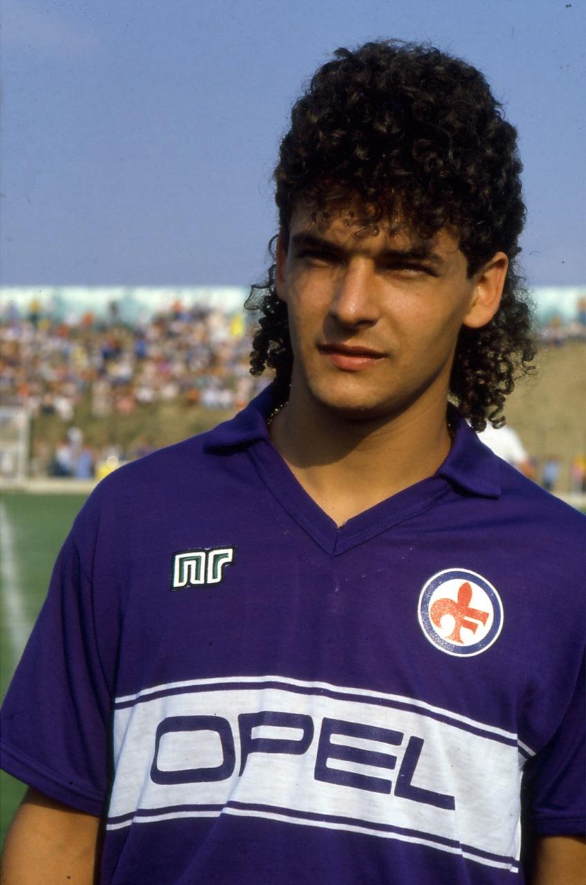 File:Roberto Baggio - AC Fiorentina 1985-1986.jpg - Wikipedia