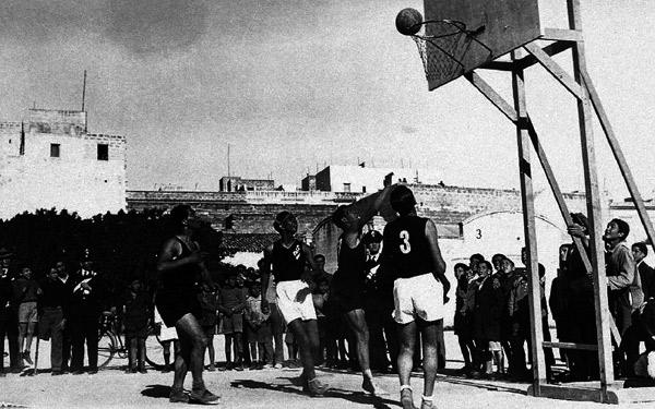 File basket a trapani wikipedia - Immagini stampabili di pallacanestro ...