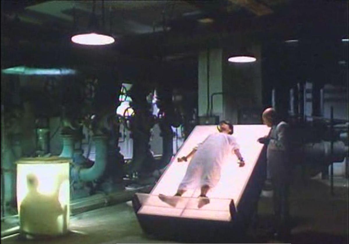 Donald Pleasence e Persis Khambatta in una scena del film