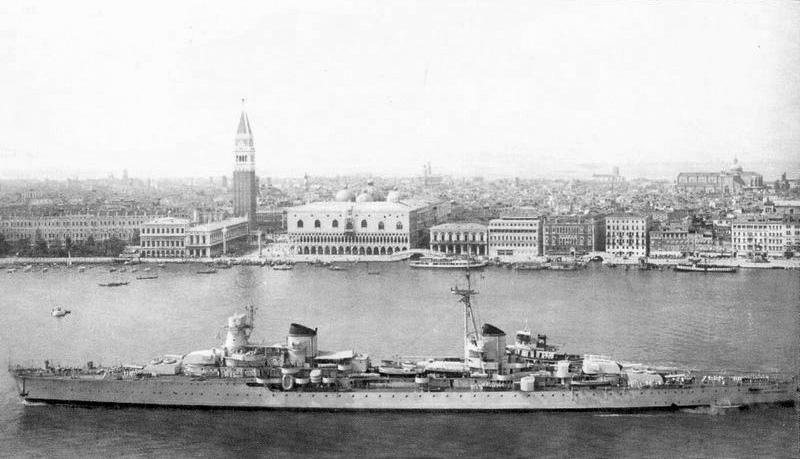 Italian_cruiser_Montecuccoli.jpg