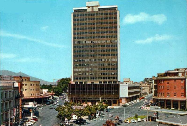 File frosinone dematthaeis grattacielo jpg wikipedia for Arte e arredo frosinone