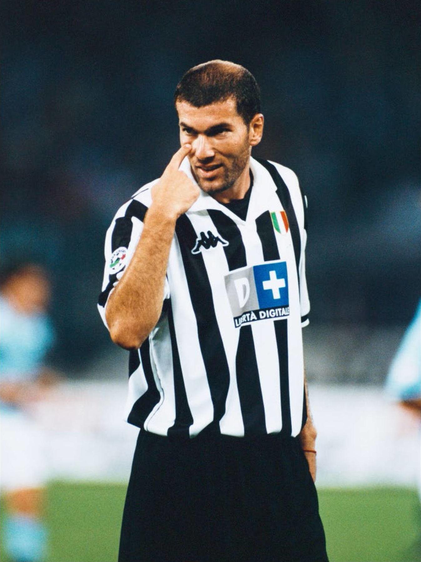 buy popular 713b1 9521f File:Zinédine Zidane - Juventus FC 1998-99.JPG - Wikipedia