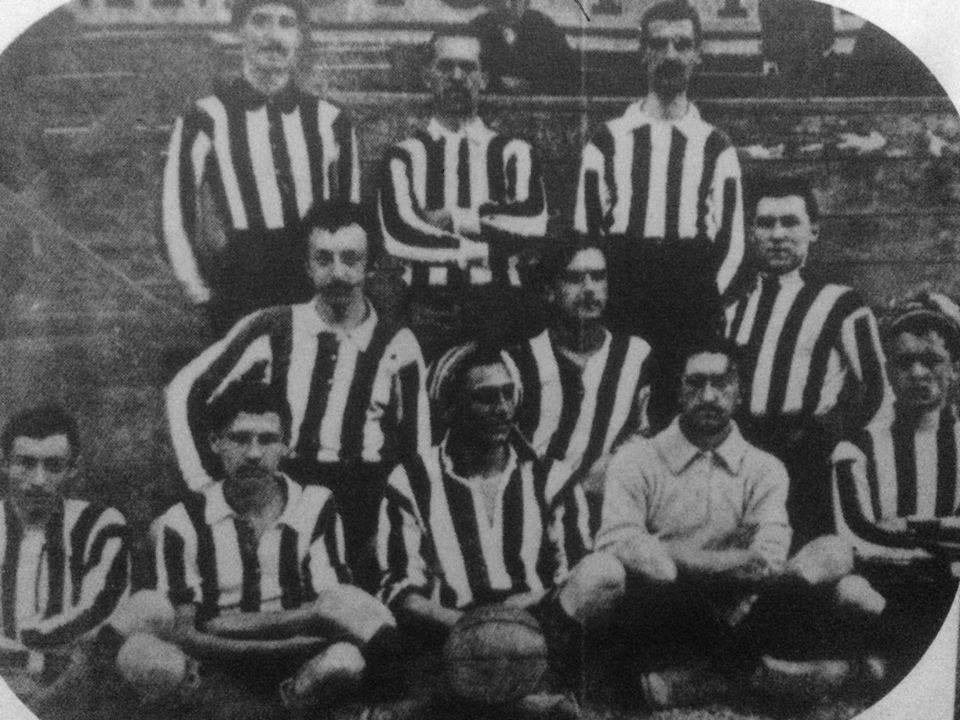 Giocatori di football universitari datati