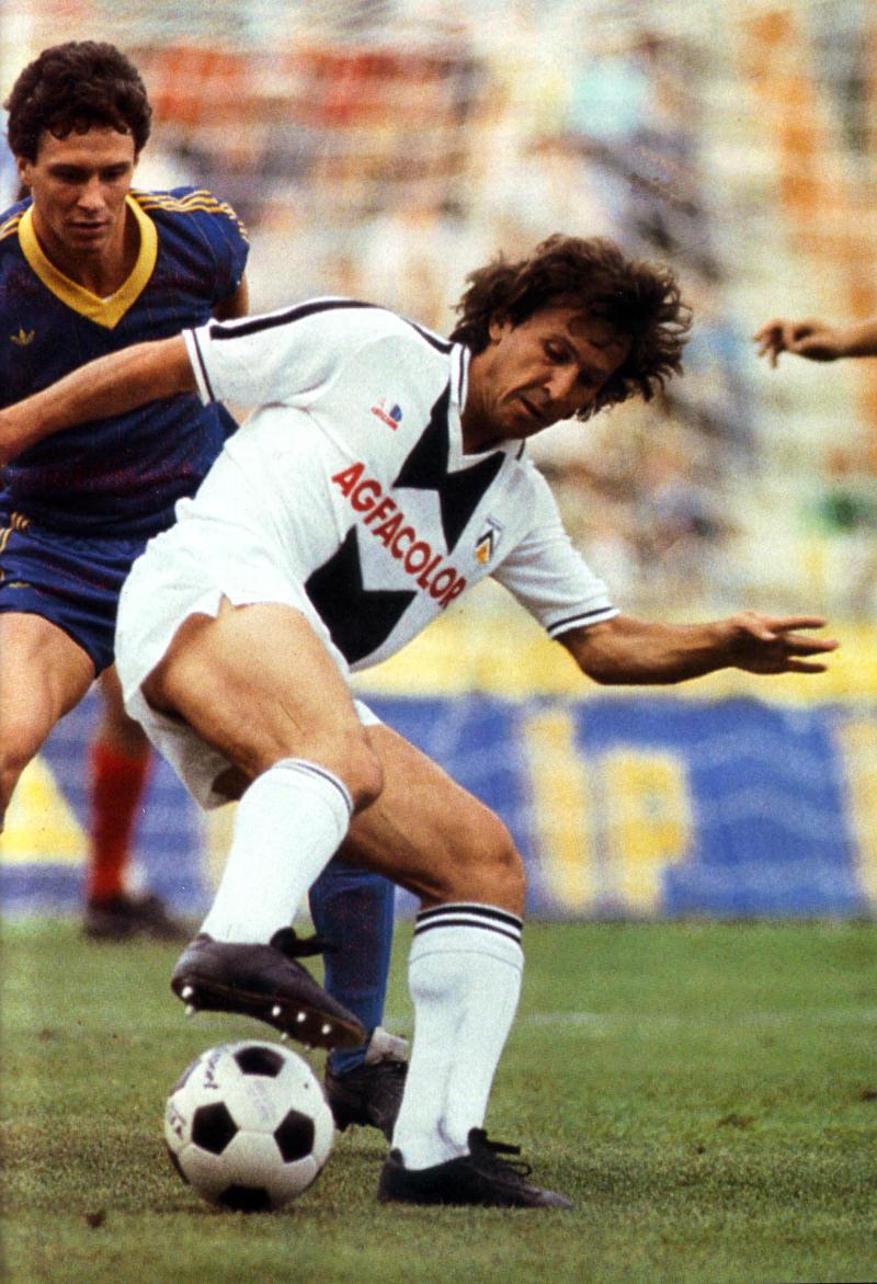 Zico_Udinese_1983-84.jpg