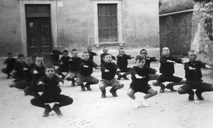 Allenamento specifico x gambe Sabato_fascista_anni_30