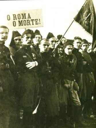 http://upload.wikimedia.org/wikipedia/it/9/90/Squadristi.jpg
