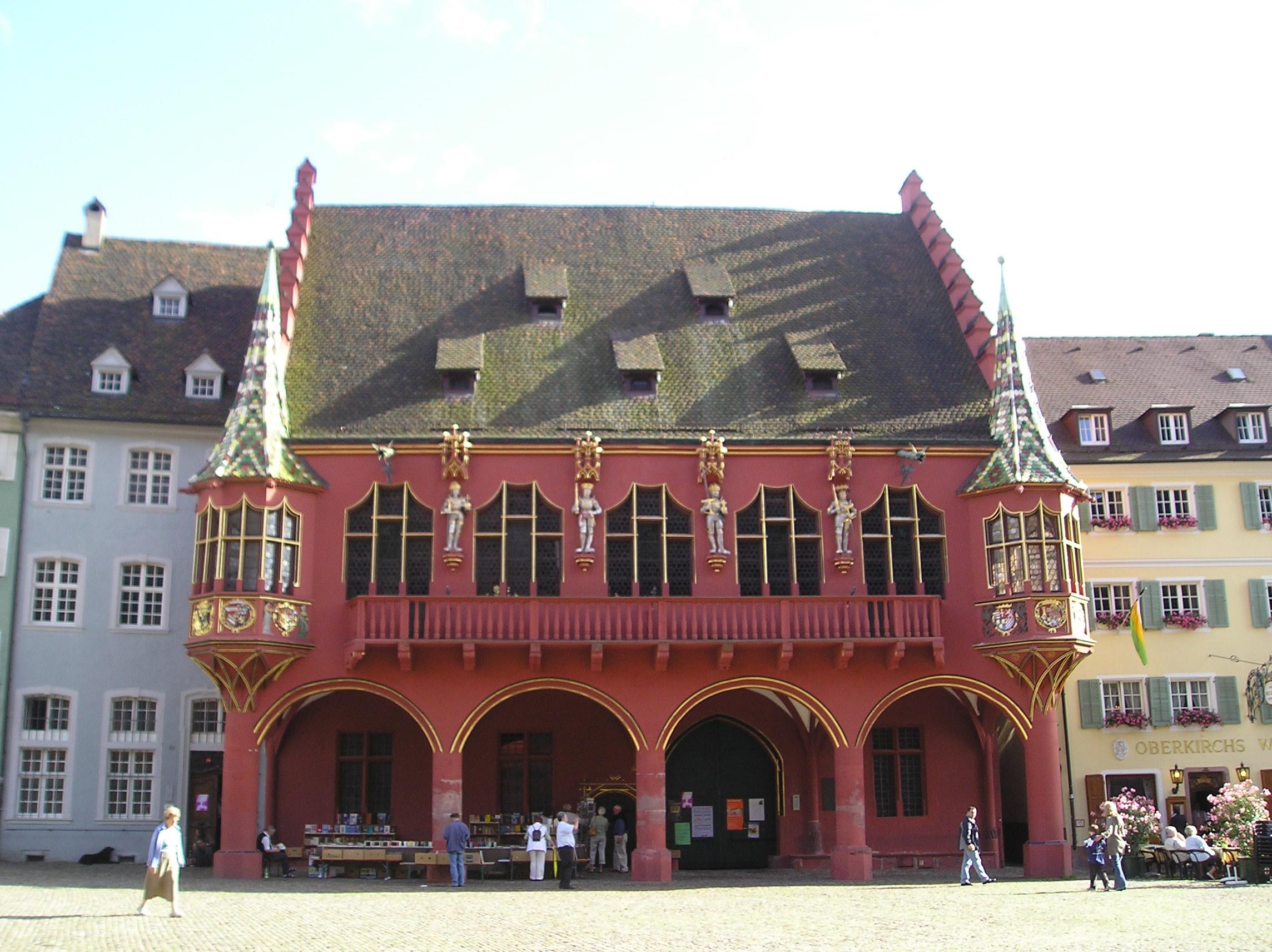 Veduta dell edificio del Kaufhaus che si affaccia sulla parte meridionale del Münsterplatz