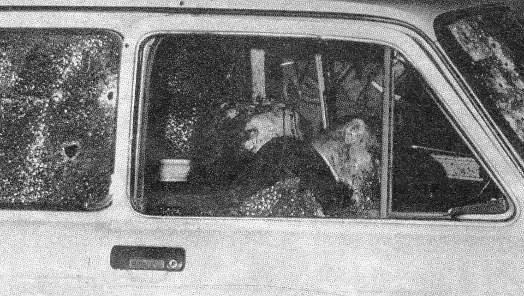 Foto dell'auto con i cadaveri dei coniugi Dalla Chiesa