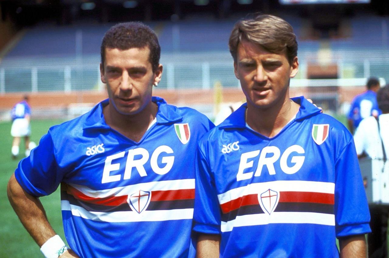 Spirit of Football - Page 33 UC_Sampdoria_1991-92_-_Gianluca_Vialli%2C_Roberto_Mancini
