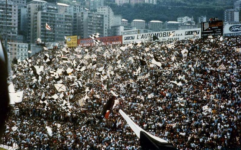 Tifosi_Juve_v_Sampdoria_1977.jpg
