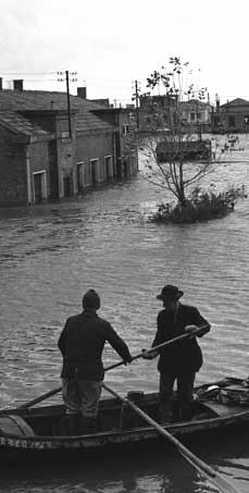 http://upload.wikimedia.org/wikipedia/it/9/9f/Alluvione_polesine_1951.jpg