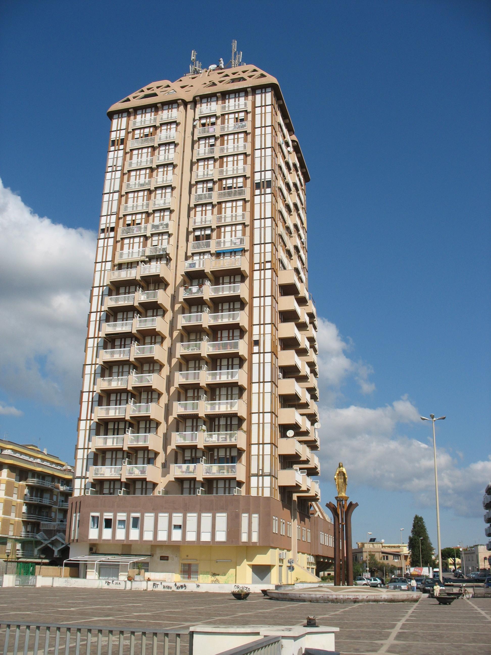 Il Grattacielo di Nettuno in Piazzale Michelangelo a Scacciapensieri