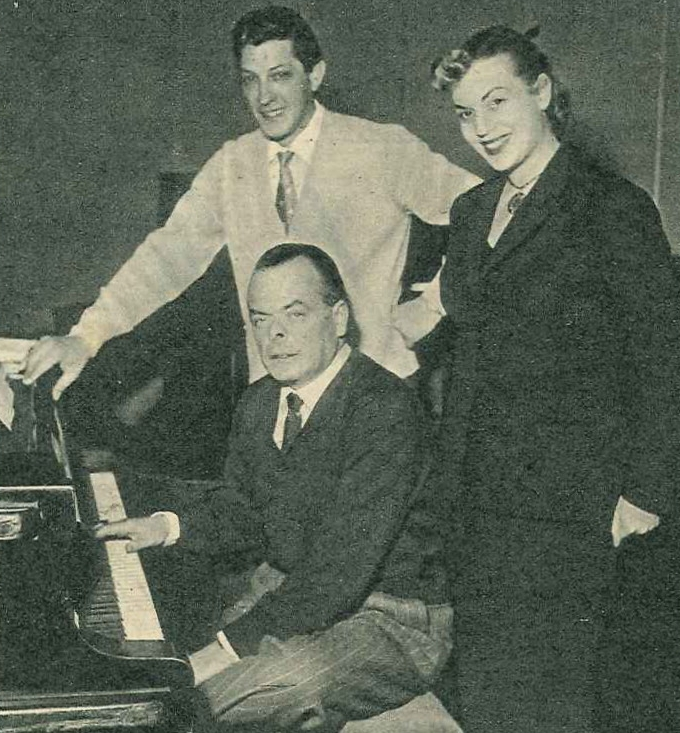 Dino Olivieri al pianoforte con Luciano Virgili e Christina Denise.