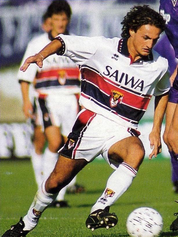 Andrea Fortunato in azione al Genoa nella stagione 1992-1993