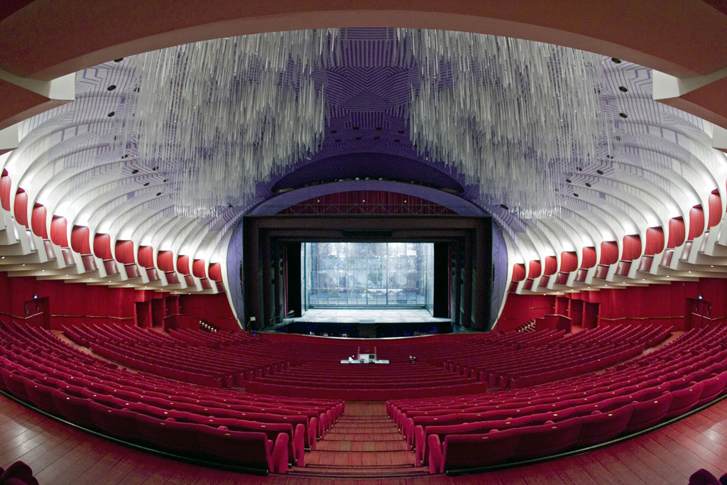 http://upload.wikimedia.org/wikipedia/it/b/be/Teatro_Regio_-_sala_(grandangolo).jpg