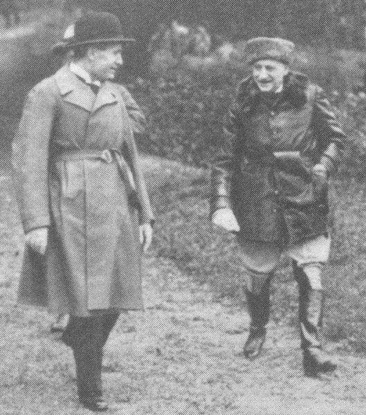 Immagine:Mussolini and D'Annunzio.jpg