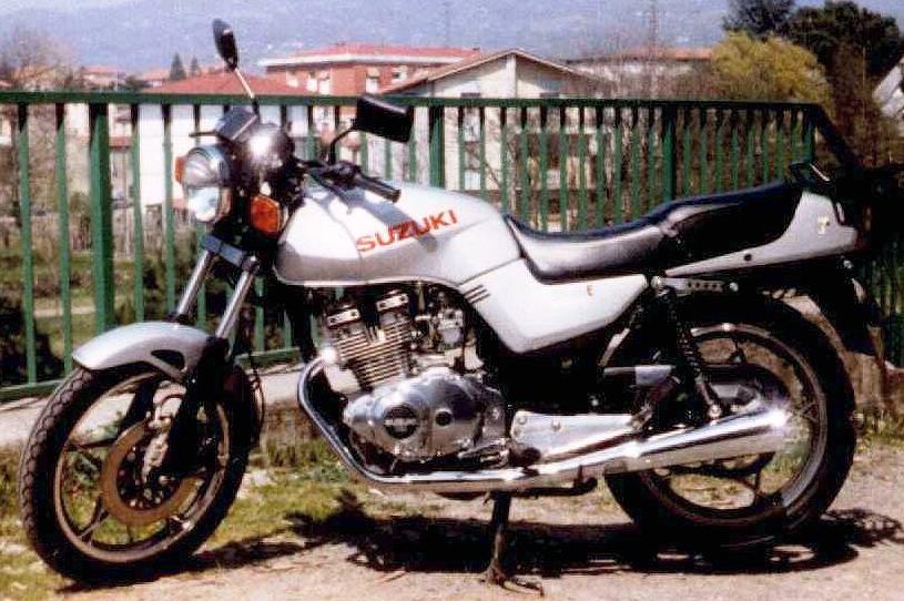Moto Suzuki Anni