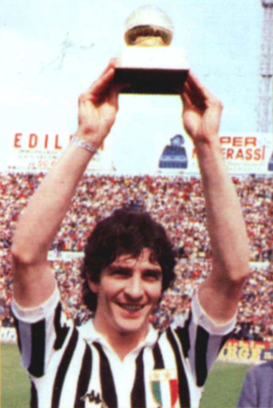 https://upload.wikimedia.org/wikipedia/it/d/d3/Paolo_Rossi_Pallone_d%27oro.jpg