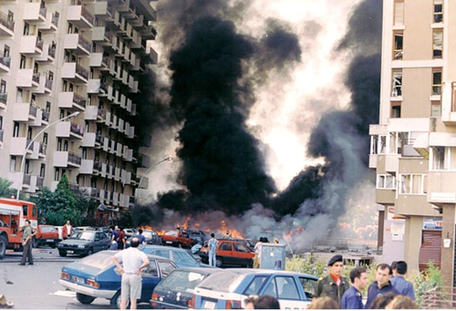 Via d'Amelio dopo l'attentato a Borsellino del 19 luglio 1992