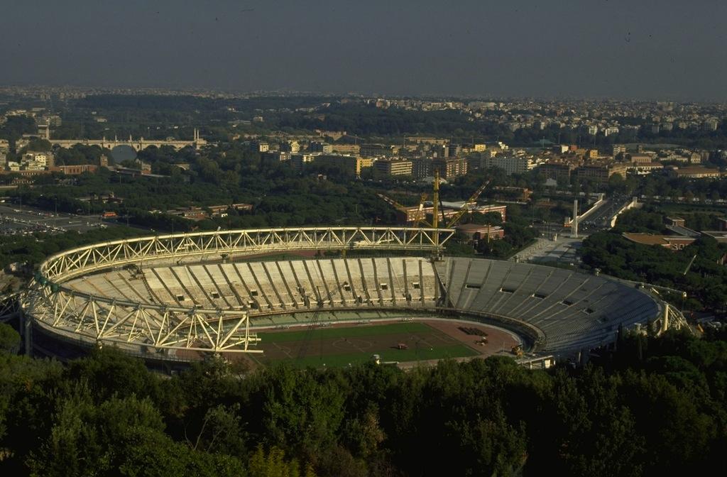 1990  ristrutturazione e copertura dello stadio modifica  02fab444327e