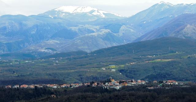 https://upload.wikimedia.org/wikipedia/it/e/e1/Laino_Castello_ovest.jpg
