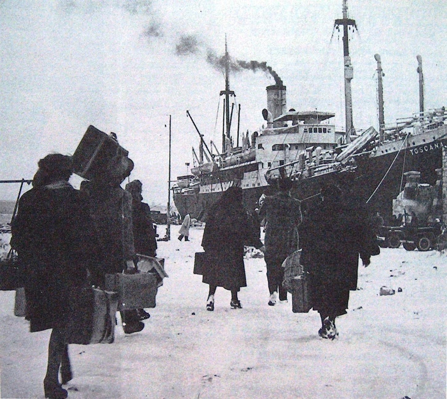 Una celebre fotografia della nave durante l'abbandono di Pola.
