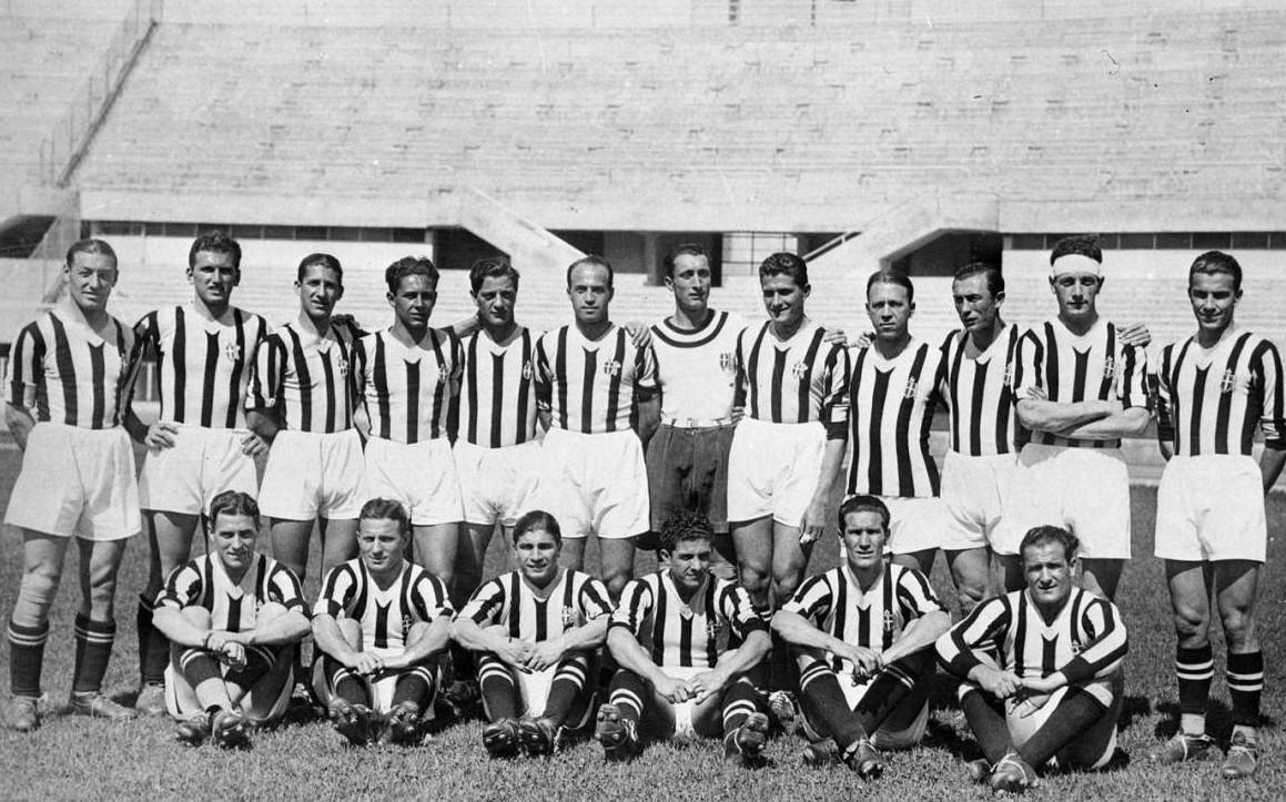 ad4c53714c La Juventus del 1935, all'apice del Quinquennio d'oro che egemonizzò il calcio  italiano d'inizio anni 1930
