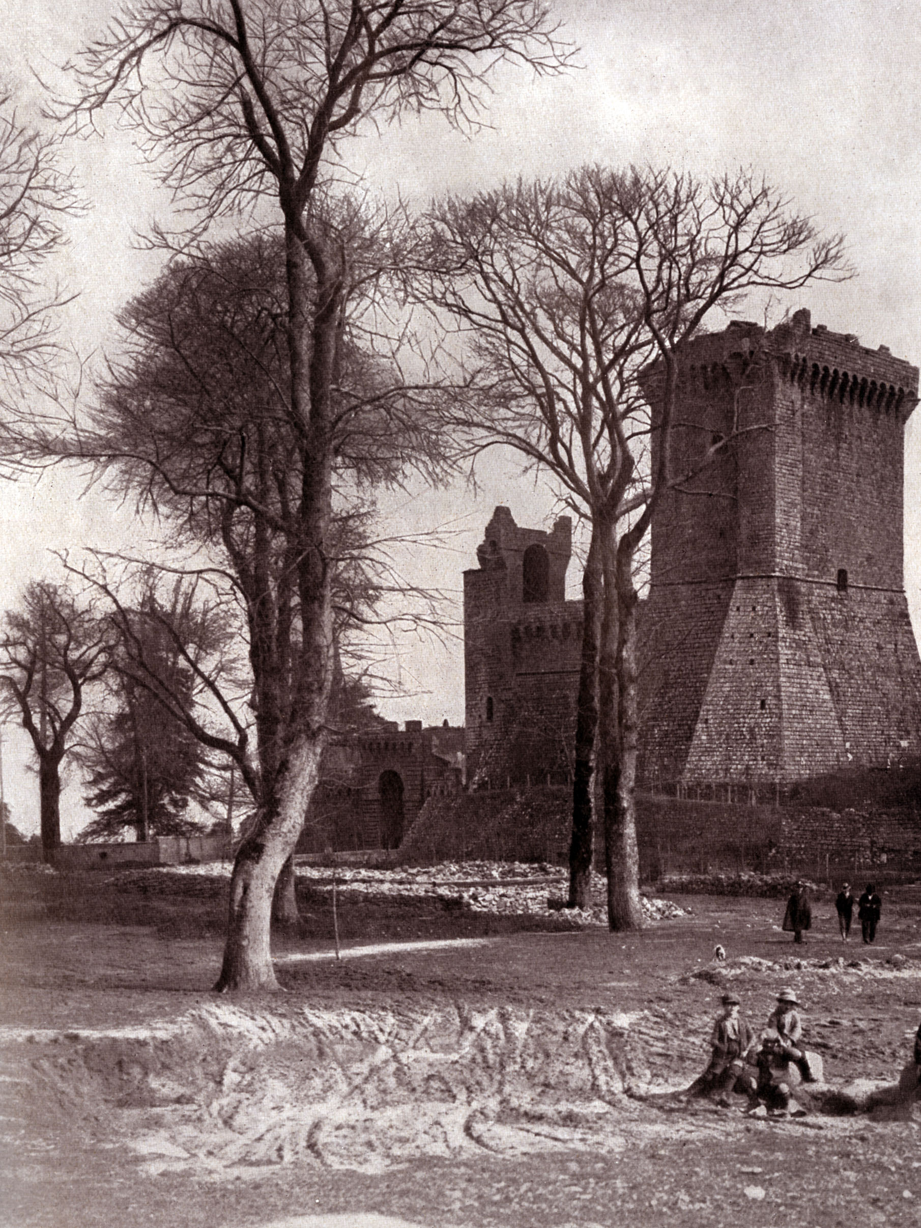 Piancastagnaio, la Rocca in the 1930's