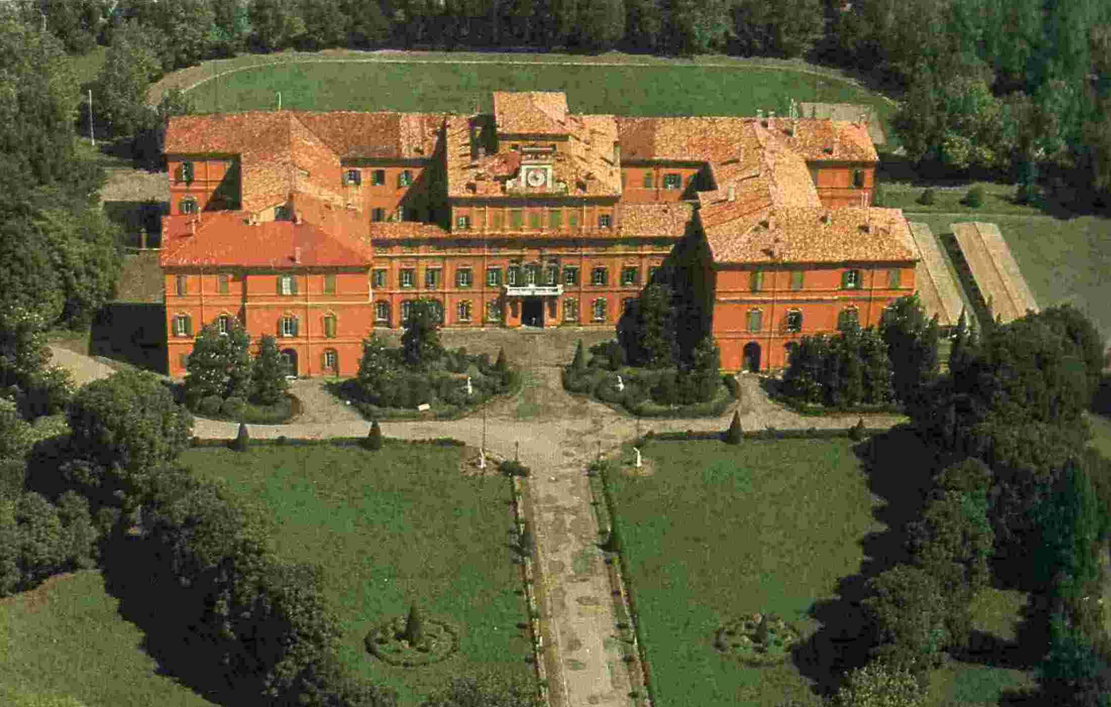File:palazzo del giardino.jpg   wikipedia