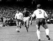 Facchetti in una delle sue classiche discese offensive, durante un'amichevole tra Italia e Germania Est del novembre 1969.