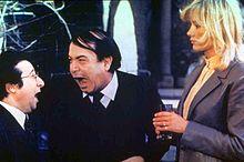 Alvaro Vitali, Lino Banfi e Janet Agren ne L'onorevole con l'amante sotto il letto (1981) di Mariano Laurenti