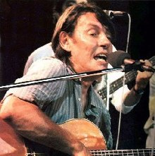 De André durante il tour ''L'Indiano'' 1981