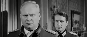 Gert Fröbe e Harry Meyen in una scena del film