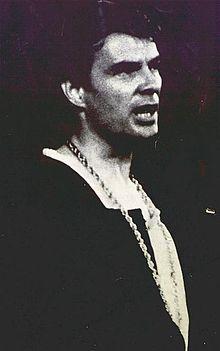 Albertazzi nel 1964, in una interpretazione dell'Amleto di Shakespeare
