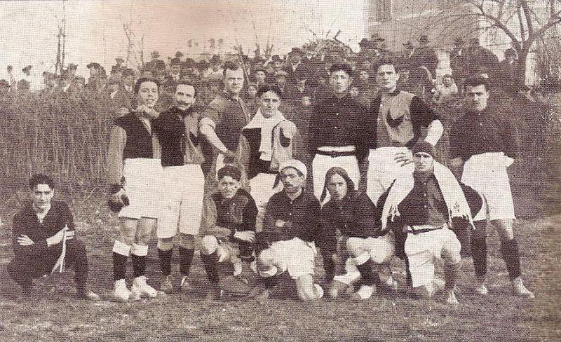 File:La prima maglia rossoblù del bologna 1909-10..jpg