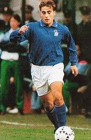Cannavaro in azione con la Nazionale Under-21 nel 1995.