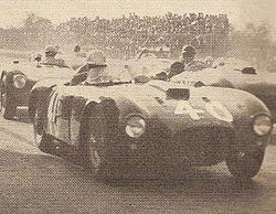 La partenza della corsa delle vetture sport oltre 1100 cmc: la vettura n. 40 è la D24 di Piero taruffi