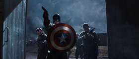 Chris Evans nei panni di Captain America
