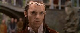 Hugo Weaving interpreta Elrond nell'adattamento cinematografico di Peter Jackson