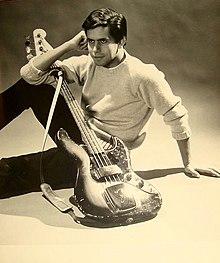 Pino Presti nel 1964 con il suo primo Fender Jazz del 1960