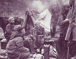 Militari marocchini inquadrati nell'esercito francese accampati nei pressi di Monte Cassino.jpg