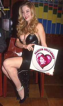 Moana Pozzi candidata dal Partito dell'Amore nel 1994