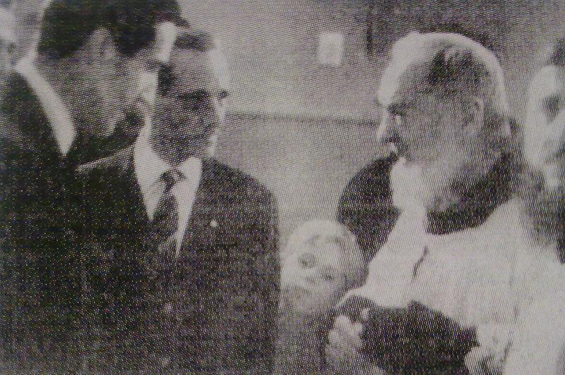 File:Herrera e Padre Pio.jpg