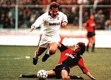 Lo spagnolo Martín Vázquez con la divisa bianca da trasferta del Torino nel 1991.