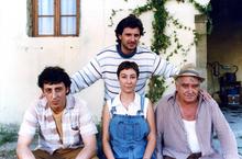 Massimo Ceccherini assieme a Leonardo Pieraccioni, Barbara Enrichi e Sergio Forconi sul set del film Il ciclone (estate 1996)