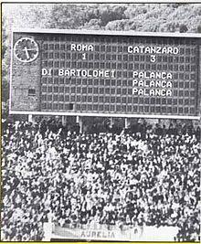 Il tabellone dello stadio Olimpico di Roma indicante la tripletta del 4 marzo 1979
