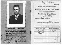 Il libretto di pensione di Gelli, rilasciato nel 1949.