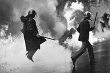 Immagine di scontri di piazza, inizio anni '70