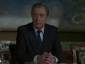 Michael Caine in una scena del film
